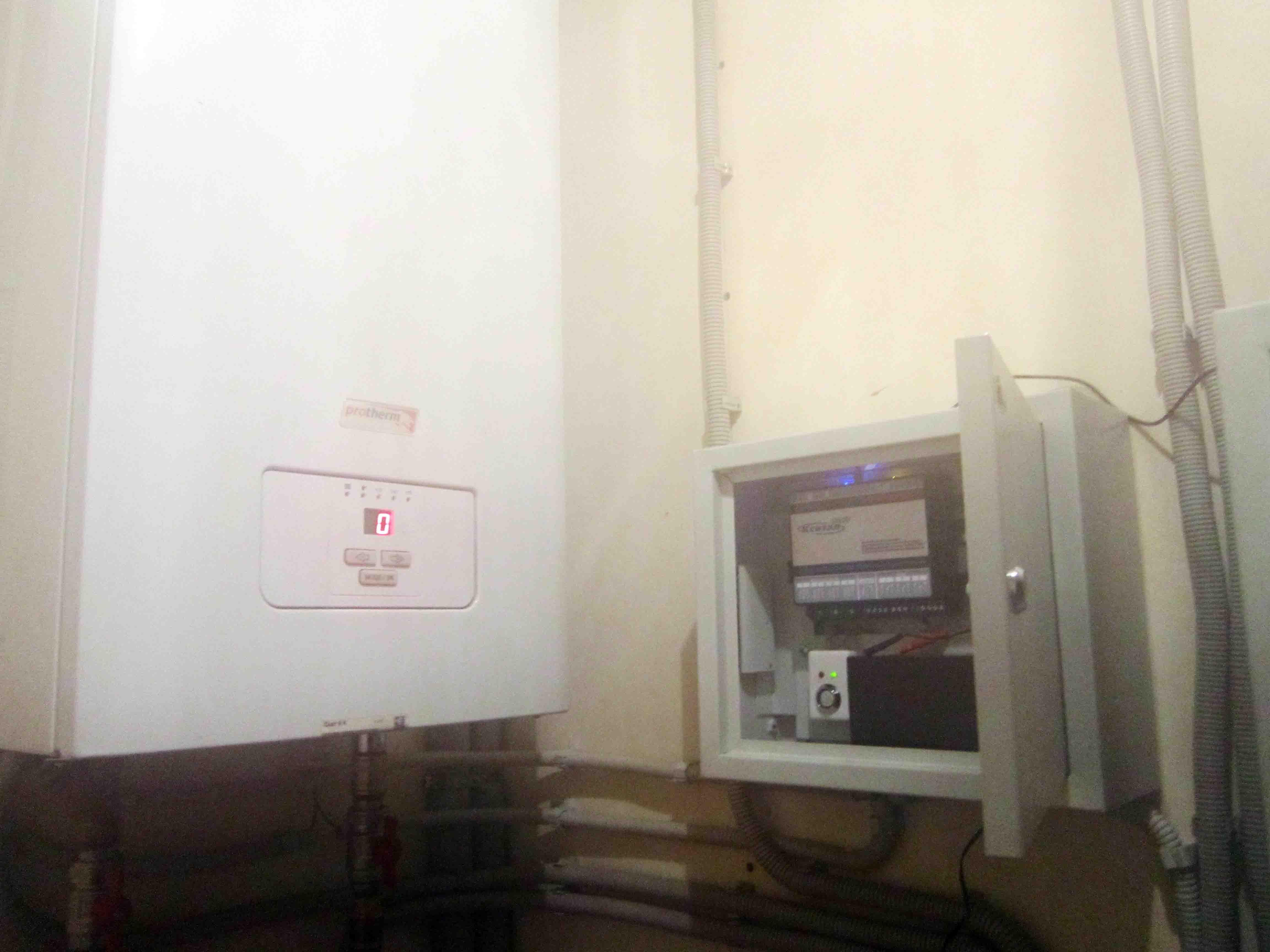 Anschluss des GSM-Moduls an die Boiler-Protherm-Rampe. Steuerung des ...